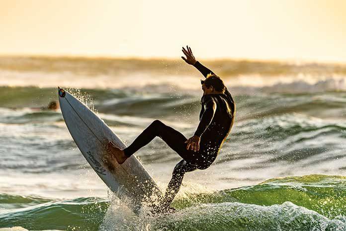 Surfer: Aloha Dude! Immer auf der Suche nach der perfekten Welle